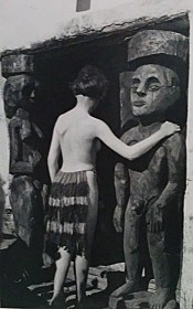 Nina hard a dance he meet 1921 during a short trip in Zurich with the two sculptures Adamd an Eve.